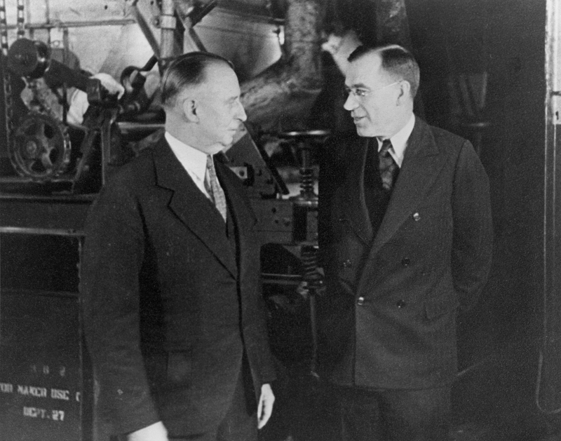 William L. McKnight (right) with C. C. Allis, 1916